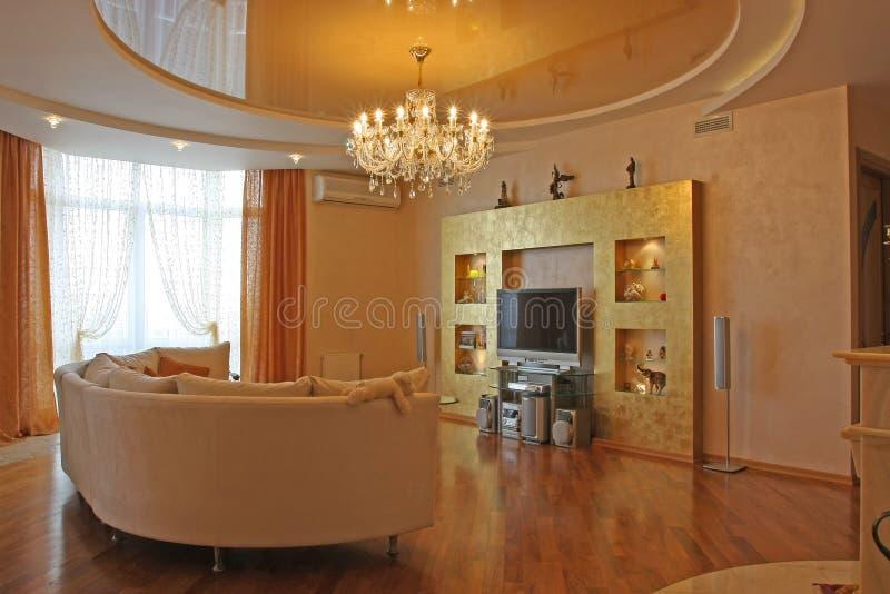 Binnenland van een logeerkamer in pastelkleurtonen met furn royalty-vrije stock afbeeldingen