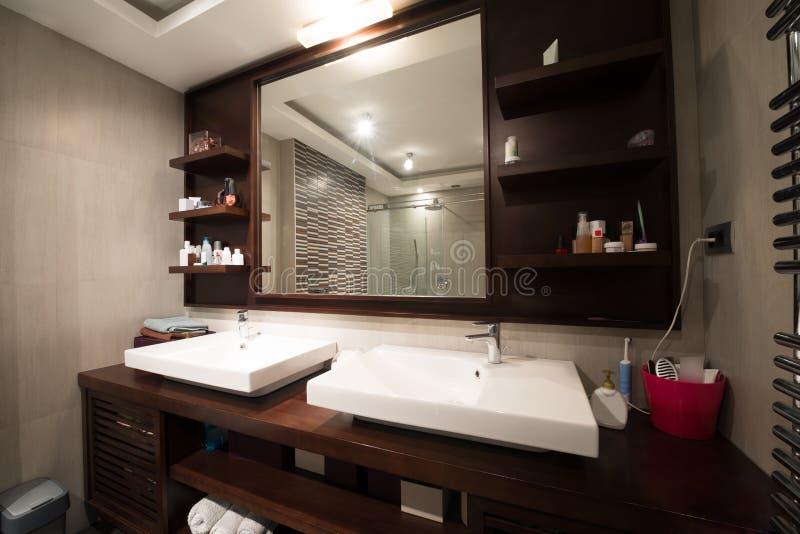 Binnenland van een moderne badkamers royalty-vrije stock afbeelding