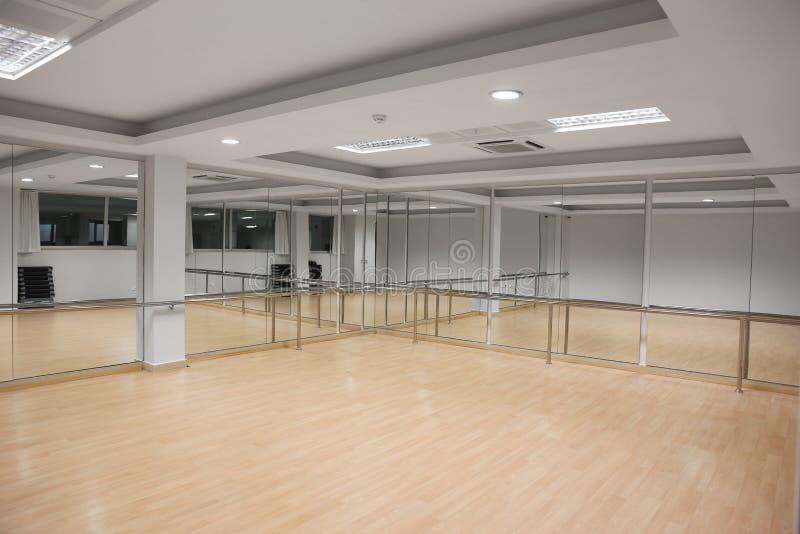 Binnenland van een sport en een dansende zaal stock afbeeldingen