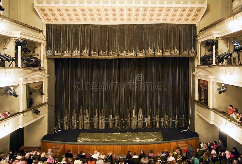 Binnenland van een theater vóór vertegenwoordiging royalty-vrije stock foto's