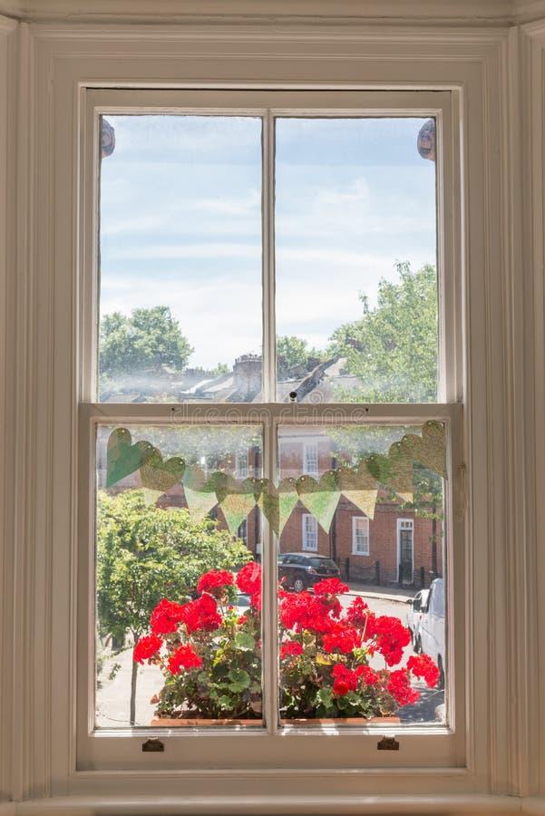 Binnenland van een Victoriaans Brits huis met oude houten witte vensters royalty-vrije stock afbeelding