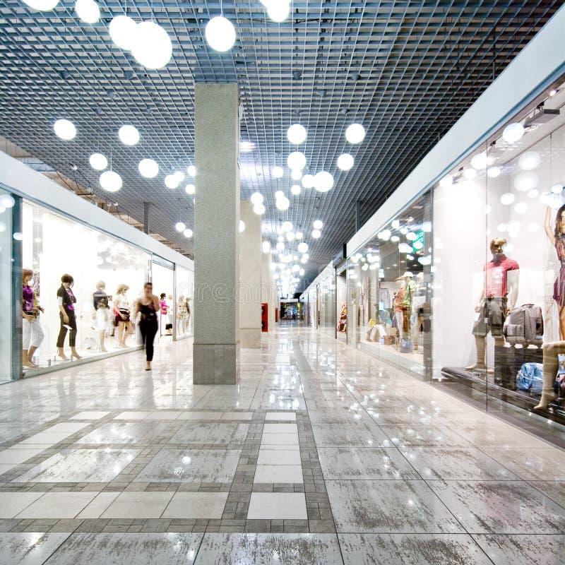 Binnenland van een winkelcomplex stock fotografie