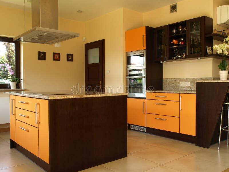 Binnenland van elegante keuken stock afbeeldingen