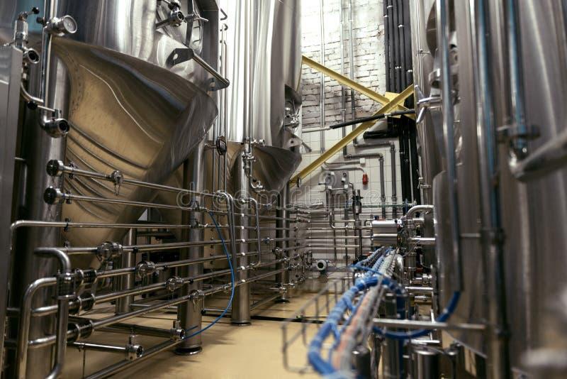 Binnenland van grote moderne brouwerij royalty-vrije stock foto's