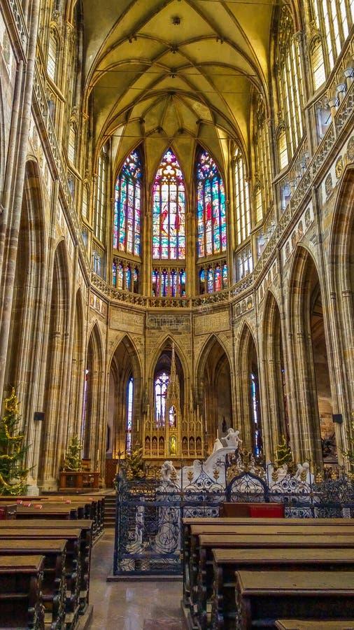 Binnenland van Heilige Vitus Cathedral binnen het Kasteel van Praag royalty-vrije stock afbeeldingen
