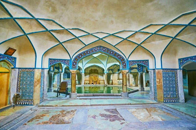 Binnenland van het Baden van zaal van hammam-E Ganjali Khan, Kerman, Iran stock fotografie