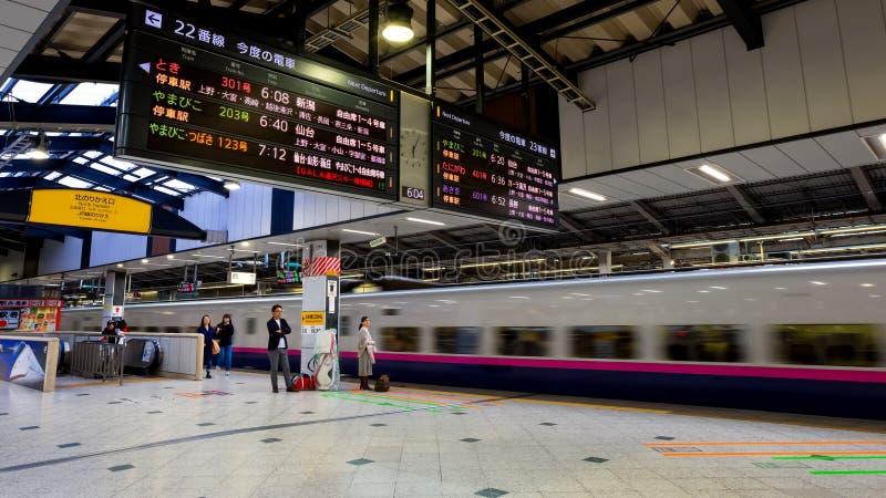 Binnenland van het Japanse Shinkansen-platform van de hoge snelheidstrein in een station royalty-vrije stock fotografie