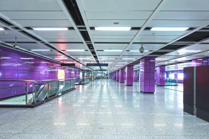 Binnenland van het moderne systeem van de architectuur commerci?le de bouw geleide verlichting stock foto