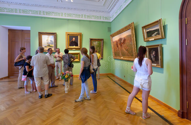 Binnenland van het Museum van de Kunst in Yaroslavl. Rusland
