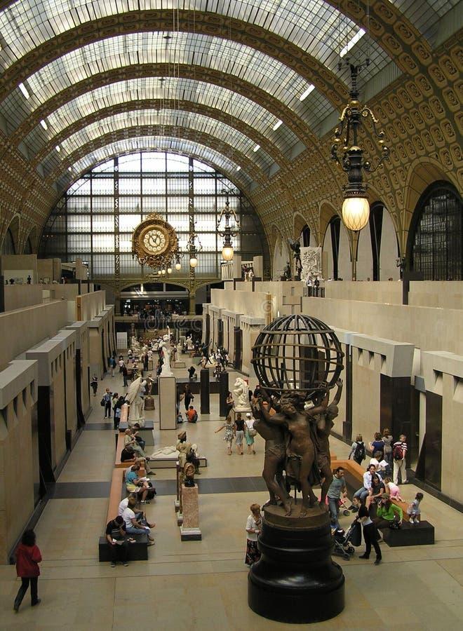 Binnenland van het Orsay-Museum in Parijs stock afbeeldingen