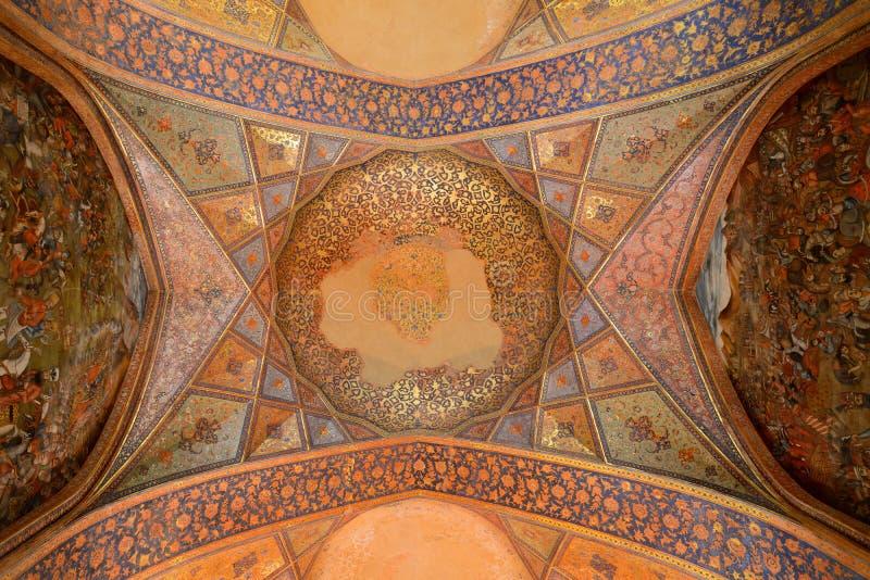 Binnenland van het paleis van Chehel Sotoun in Isphahan, Iran stock afbeeldingen