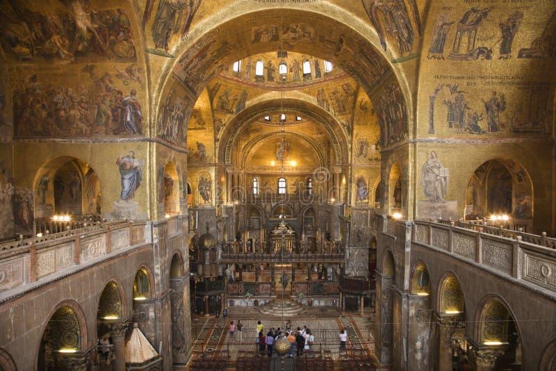 Binnenland van Kathedraal bij St de Basiliek van het Teken royalty-vrije stock foto's
