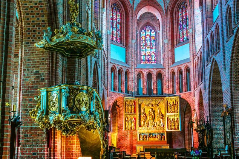 Binnenland van kathedraal in Poznan, Polen stock foto's