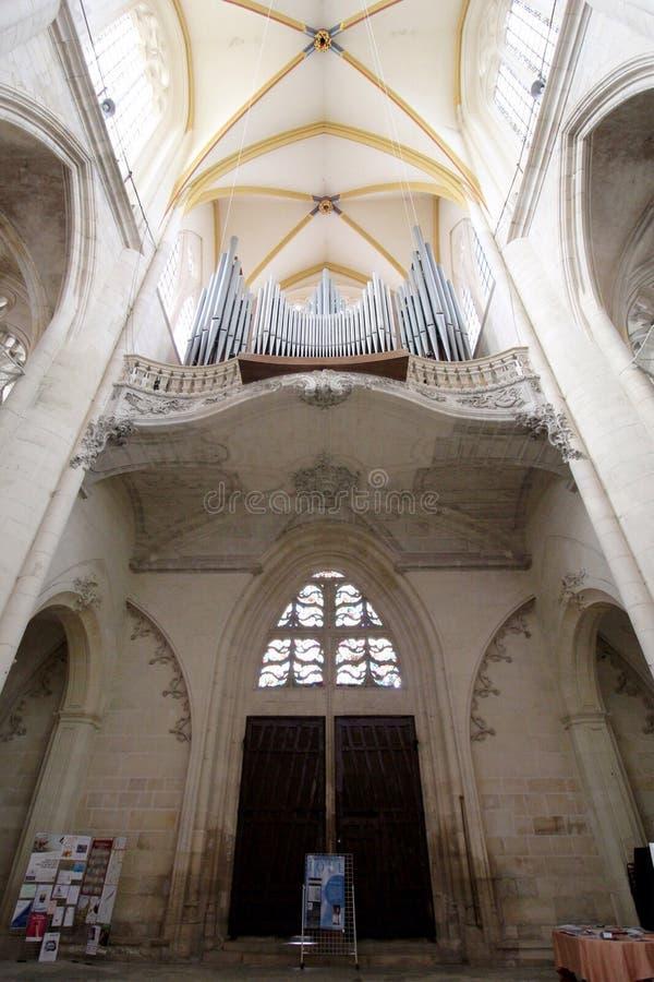 Binnenland van kerk in Frankrijk stock afbeelding