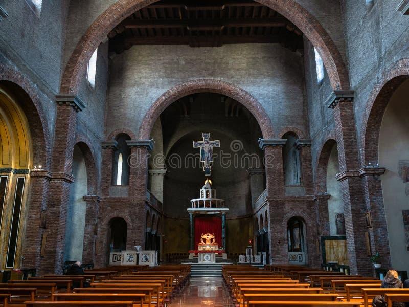 Binnenland van kerk Santuario Di Nostra Signora stock foto's