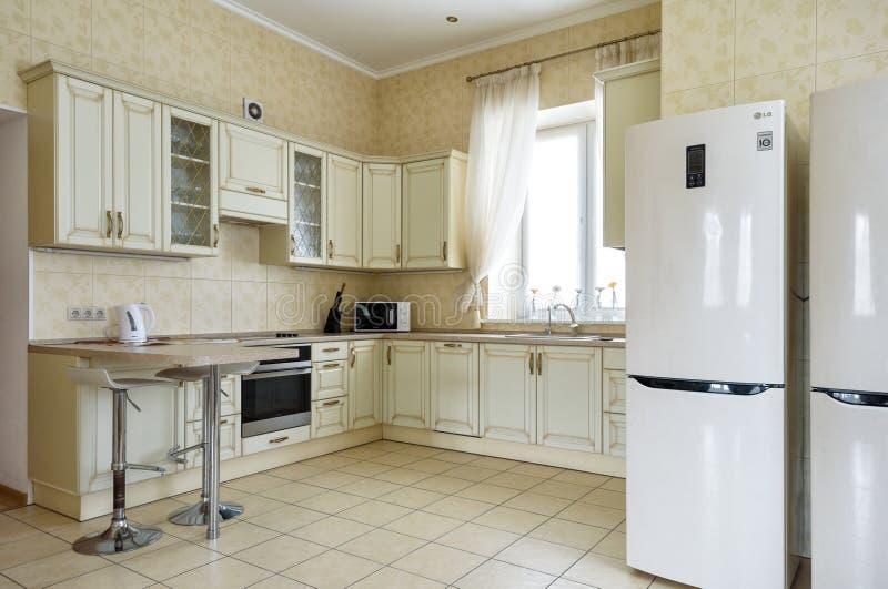 Binnenland van keuken in woonhuis of herberg stock afbeeldingen