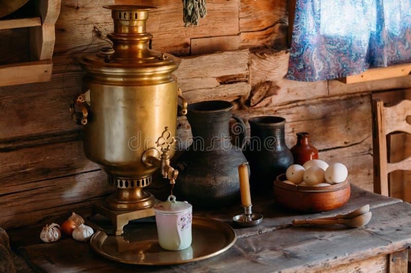 Binnenland van keukenruimte in Russische traditioneel stock foto's