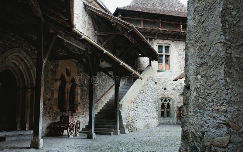 Binnenland van Middeleeuws Kasteel in Montreux, Zwitserland royalty-vrije stock afbeelding