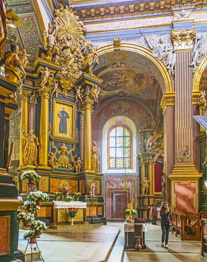Binnenland van middeleeuwse Bernardine-kerk stock fotografie