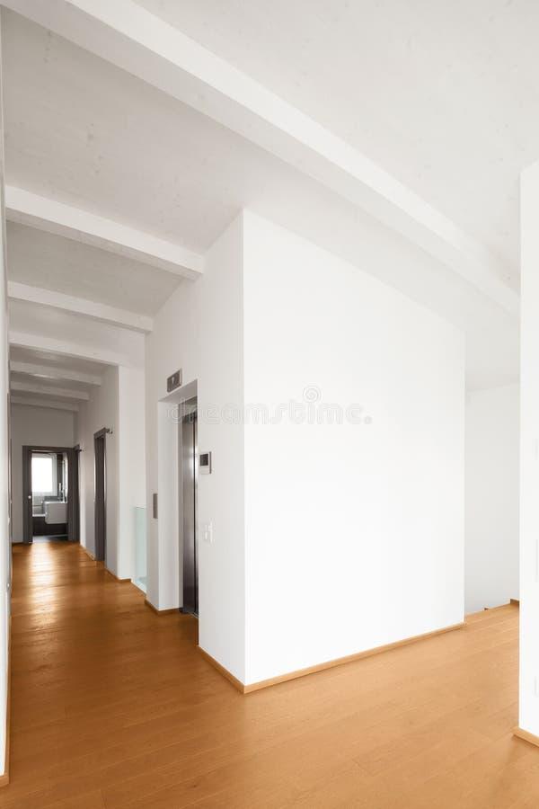 Binnenland van moderne flat, gang stock foto's