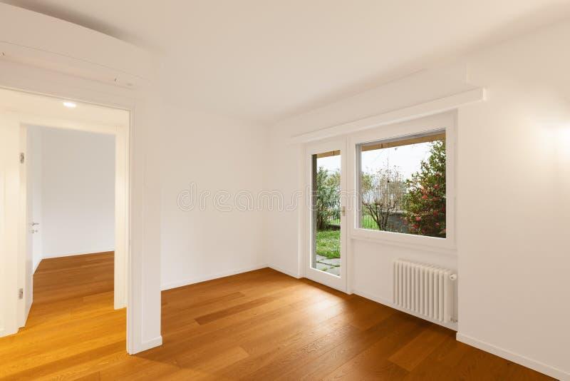 Binnenland van moderne flat, ruimte met venster stock foto's