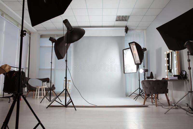 Binnenland van moderne fotostudio stock afbeelding