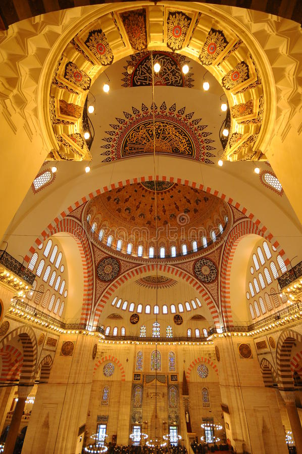 Binnenland van Moskee Suleymaniye in Istanboel stock foto's