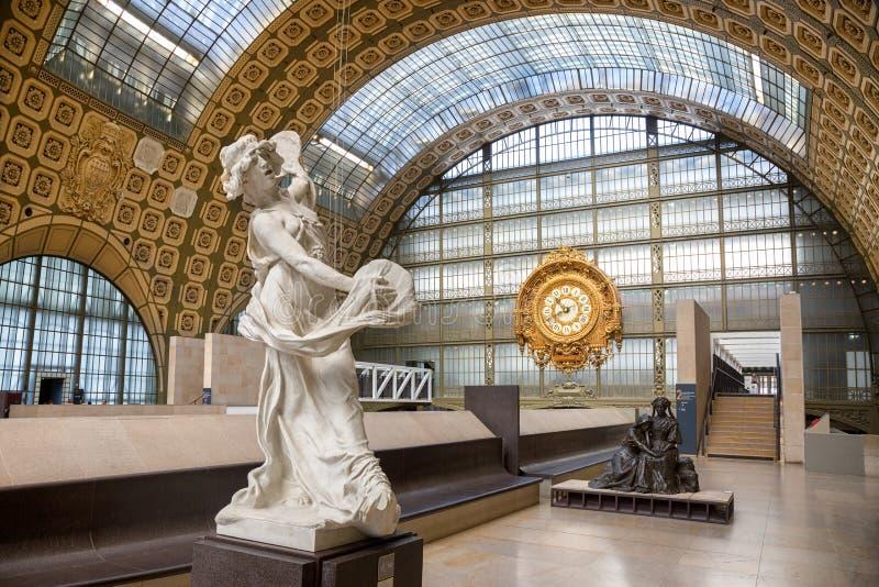 Binnenland van Musee D ` Orsay in Parijs stock afbeeldingen