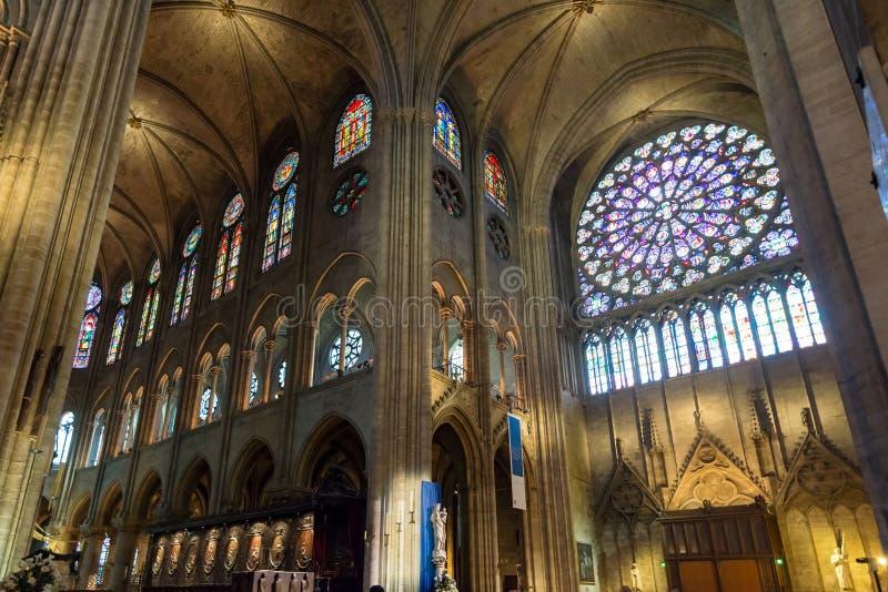 Binnenland van Notre Dame de Paris, Frankrijk stock afbeeldingen