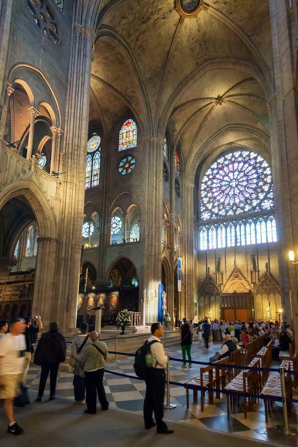 Binnenland van Notre Dame de Paris, Frankrijk stock foto's
