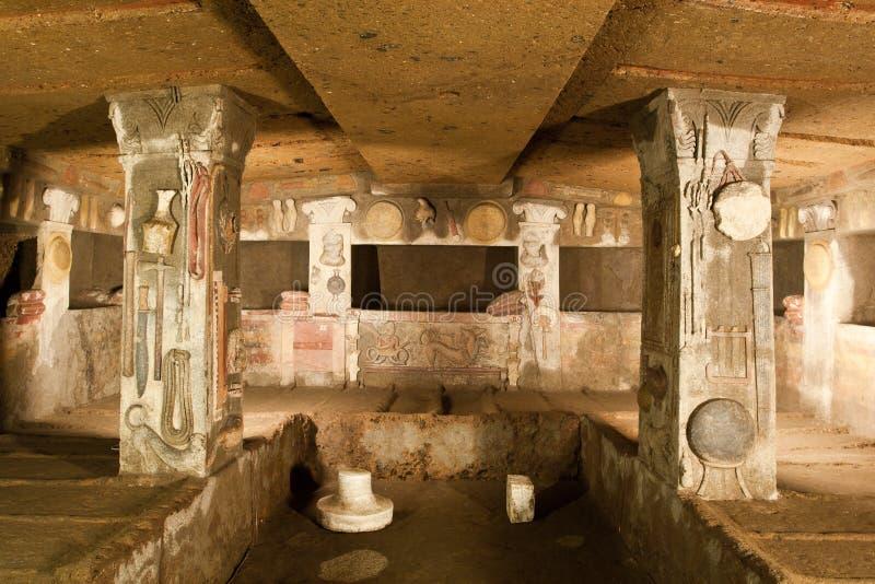 Binnenland van oud graf (Necropool Etruscan) royalty-vrije stock afbeeldingen