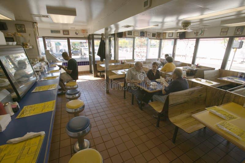 Binnenland van oude diner in Arlington Virginia, stock fotografie
