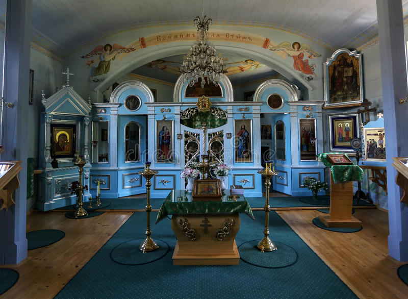 Binnenland van oude houten Orthodoxe kerk in Bartne, Beskids, Polen royalty-vrije stock fotografie