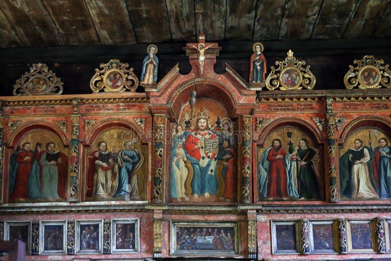 Binnenland van oude houten Orthodoxe kerk in Bartne, Beskids, Polen stock foto's