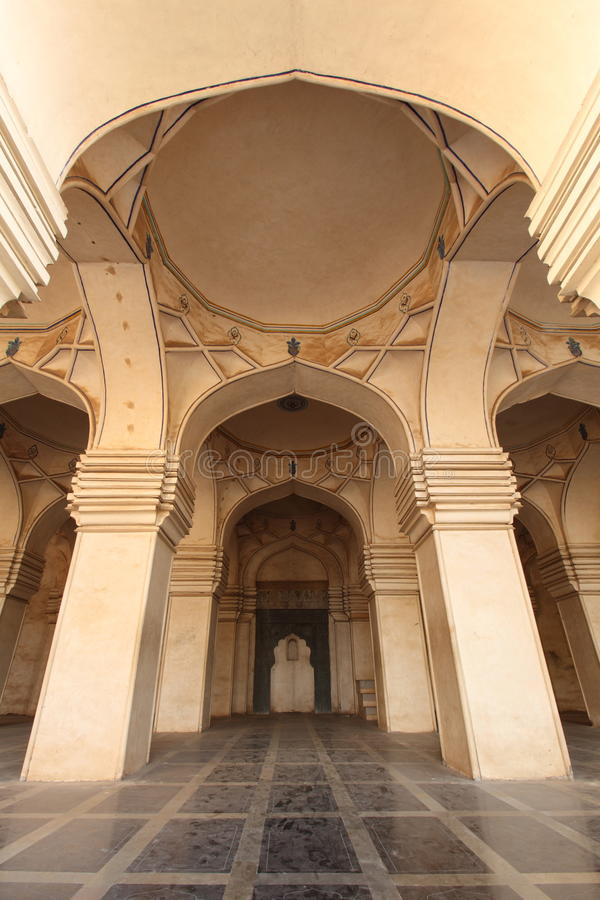 Binnenland van oude Moskee stock foto's