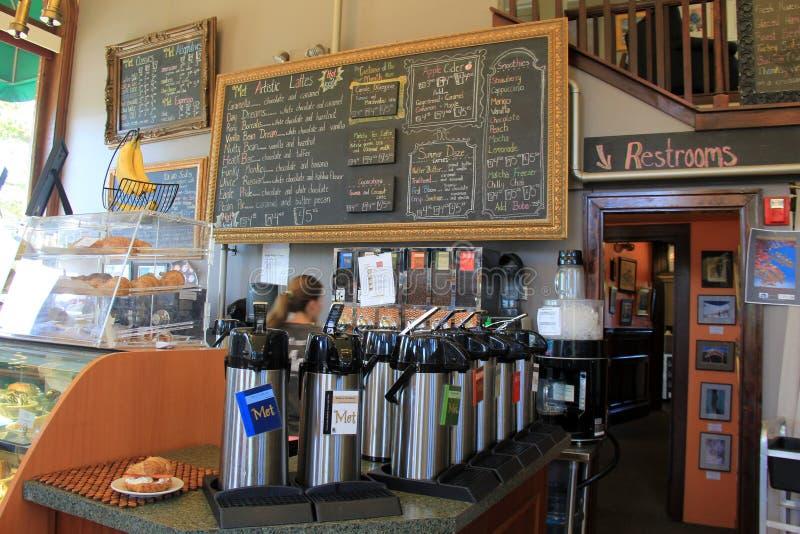 Binnenland van populaire koffiewinkel wordt geschoten, Samengekomen, het Noorden Conway, New Hampshire, 2016 die stock foto