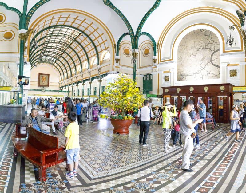 Binnenland van postkantoor in Saigon, Vietnam royalty-vrije stock afbeeldingen