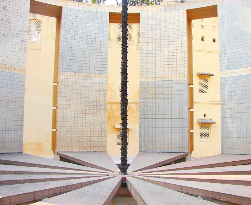 Binnenland van Rama Yantra - een Astronomisch Instrument bij Waarnemingscentrum, Jantar Mantar, Jaipur, Rajasthan, India stock foto