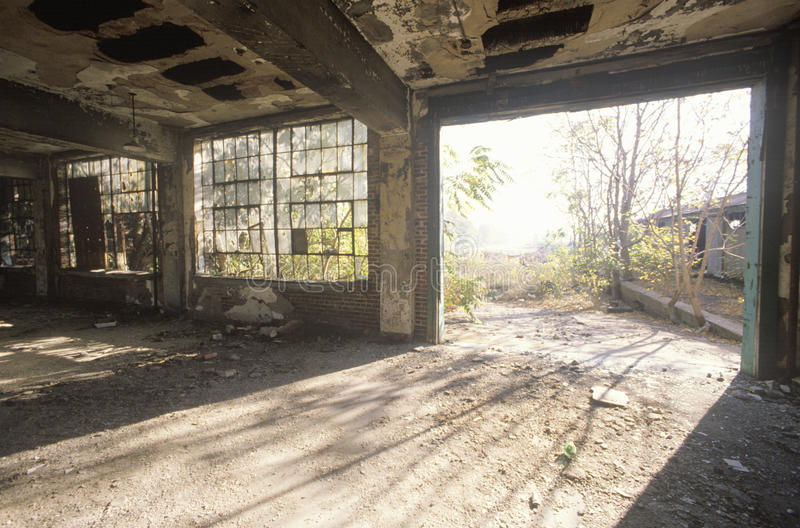 Binnenland van rottende verlaten fabriek, Oost-St.Louis, Missouri stock afbeelding