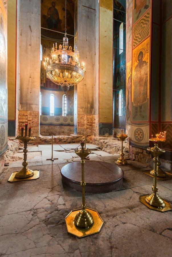 Binnenland van Russische orthodoxe St George Cathedral in Yur stock afbeeldingen