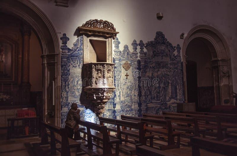 Binnenland van Santa Cruz Monastery stock afbeeldingen