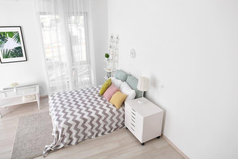 Binnenland van slaapkamer, mening van kabeltelevisie-camera royalty-vrije stock foto's