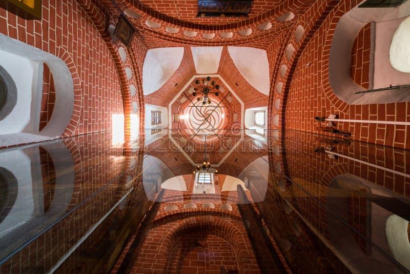 Binnenland van St Basilicumkathedraal op Rood Vierkant stock foto