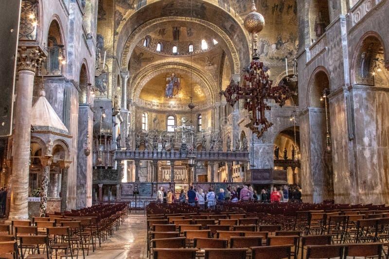 Binnenland van St de Basiliek van het Teken stock fotografie