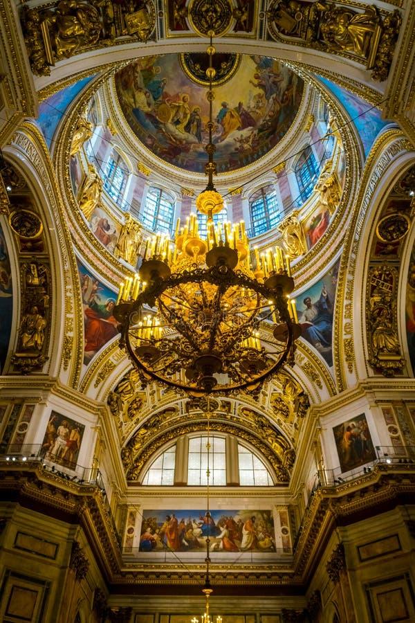 Binnenland van St Isaac Kathedraal in Heilige Petersburg, Rusland royalty-vrije stock foto