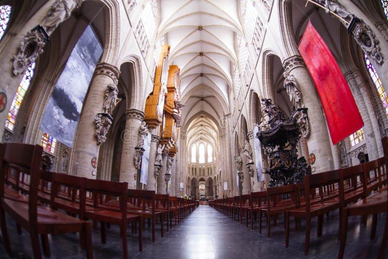 Binnenland van St Michael en St Gudula Kathedraal stock foto's