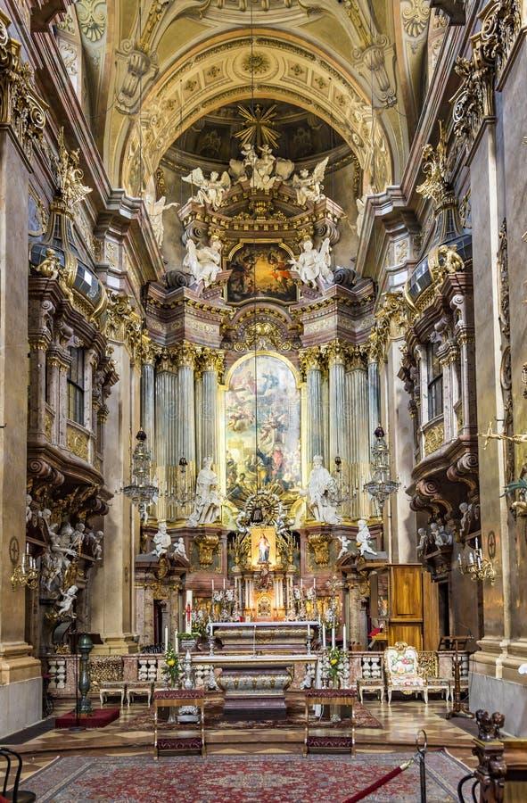 Binnenland van St Peter' s Kerk, een Barokke Rooms-katholieke parochie stock foto's