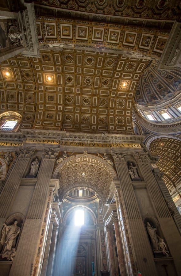 Binnenland van St Peters Basilica, Rome royalty-vrije stock foto