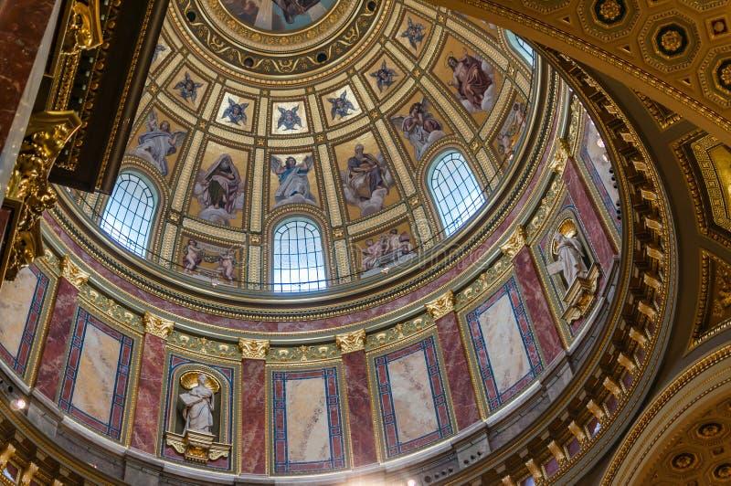 Download Binnenland Van St. Stephen Basiliek Redactionele Stock Afbeelding - Afbeelding bestaande uit toerisme, kathedraal: 39110084