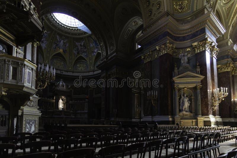 Binnenland van St Stephen Kathedraal, Boedapest, Hongarije stock foto